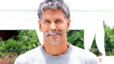 Milind Soman Family Background, Father, Mother, Wife Pics, Age, Height, Biography