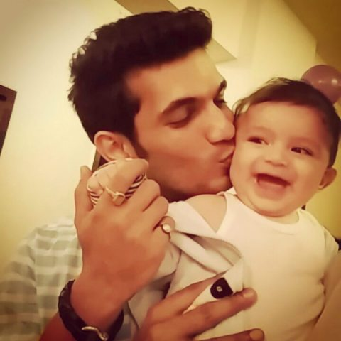 Arjun Bijlani Family Photos, Wife, Son, Father, Mother, Biography