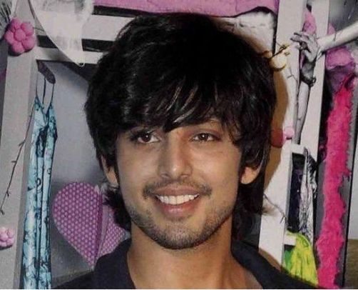Himansh Kohli Family Photos, Mother, Father, Wife, Age, Height, Biography