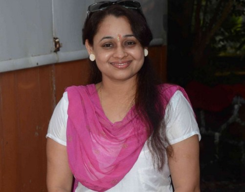 Sonalika Joshi Family Photos, Husband, Daughter, Father, Age, Height, Bio