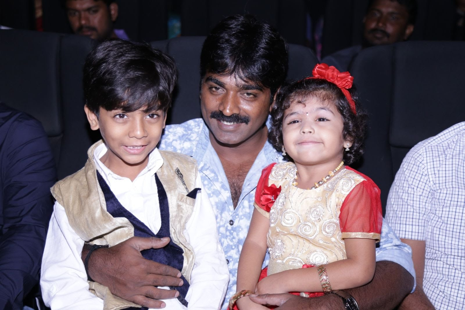 Vijay Sethupathi Family Pictures, Wife, Marriage Photos ...