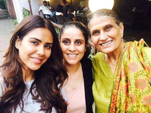 Sonam Bajwa Family Photos, Husband, Age, Sister