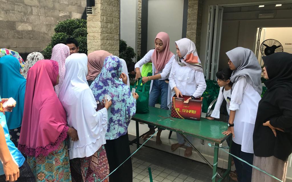Majelis Ar-Raudhah Bagikan 1000 Paket Sembako ke Anak Yatim