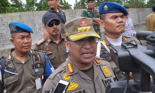 Sempat Alot, Akhirnya Makam Wareng di Koang Jaya Berhasil Ditertibkan Satpol PP