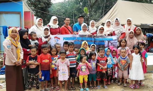 Himpaudi Tangsel Bagikan Perlengkapan Sekolah Untuk Anak-anak Korban Banjir Lebak