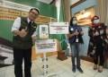 Foto: Gubernur Jabar Ridwan Kamil menerima bantuan untuk penanganan COVID-19 dari Forum BUMN untuk Jawa Barat di Gedung Pakuan