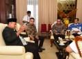 Foto: Wakil Gubernur Jawa Barat (Jabar) Uu Ruzhanul Ulum saat beraudiensi dengan Tim Nasional Percepatan Penanggulangan Kemiskinan Sekretariat Wakil Presiden Kementerian Sekretariat Negara RI di Gedung Sate.