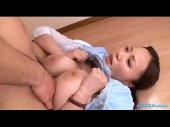 お姉さん系女優の西條るりが3Pで爆乳を揺らしセックスしてるキョニュウウ 動画(無料