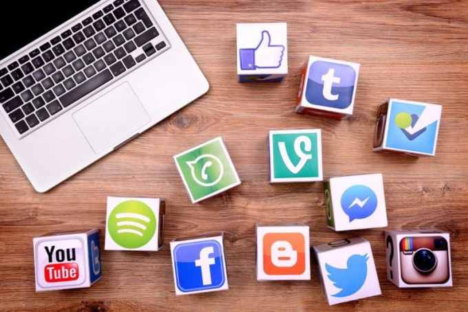 Contoh Teks Eksplanasi Media Sosial