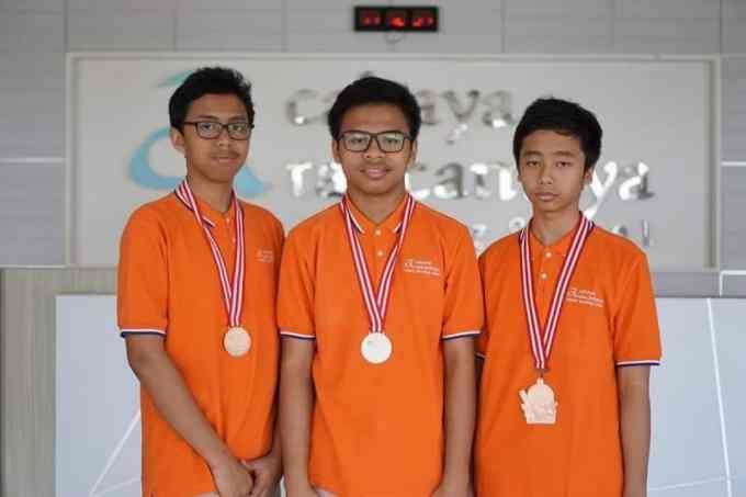 Teks Berita mengenai Prestasi Siswa Indonesia