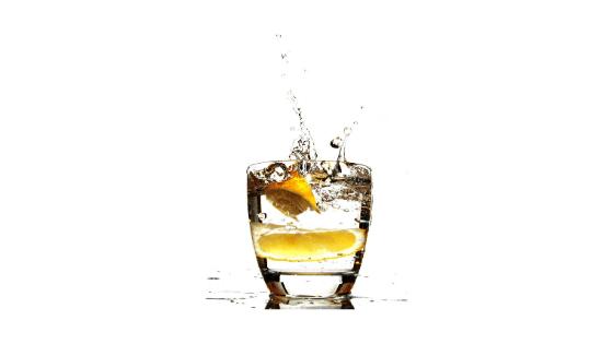 alkohol wpływa na skórę