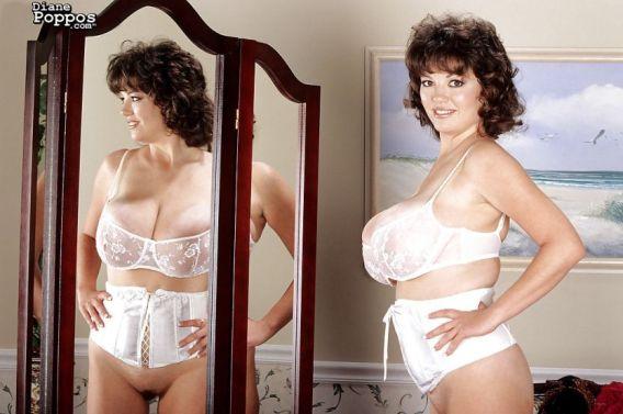 Diane-Poppos-geile-Griekse-mature-babe-met-enorme-tieten-04