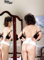 Diane-Poppos-geile-Griekse-mature-babe-met-enorme-tieten-09