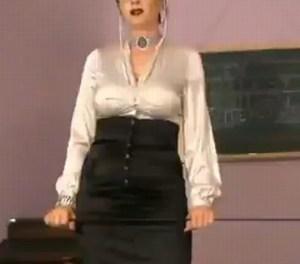 MILF lerares heeft seks met leerling