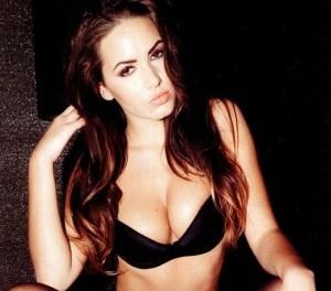 Sabine Jemeljanova topless in een tijdschrift