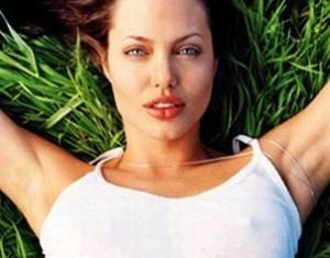 Angelina Joli Topless