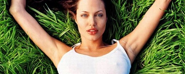 Angelina Joli Topless