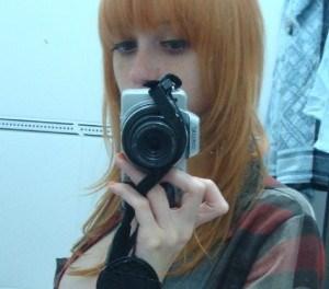 Mooie vrouwen met rood haar en grote tieten, de spiegelfoto's