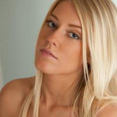 Klara, blondje naakt in bad