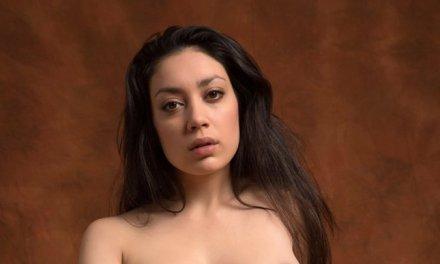 Exotische schoonheid Adele, mooi zwart haar en naakt