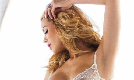 Kennedy Summers, nu heel erg sexy in witte lingerie