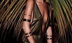 Rihanna is sexy en topless in de Braziliaanse Vogue