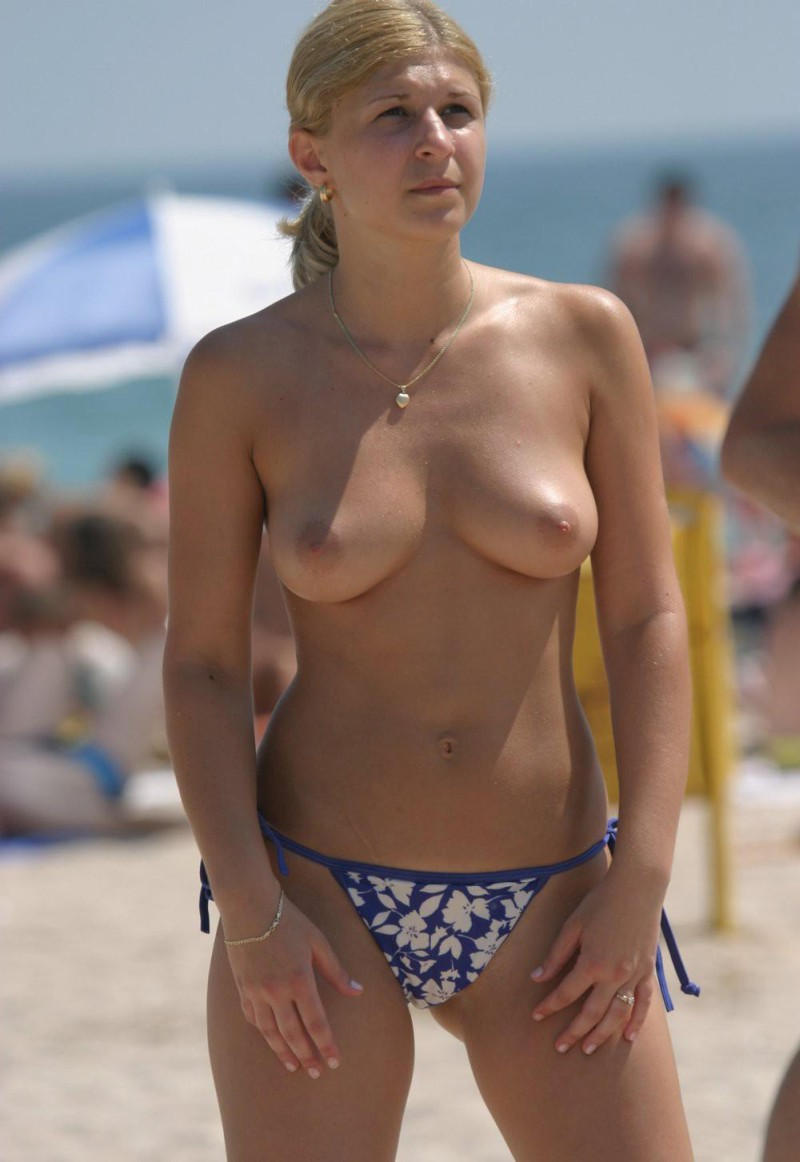 hot-amateur-busty-beach-babes-naked-and-topless--08