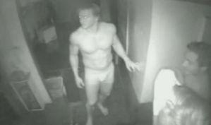 Inbrekers in onderbroek en compleet naakt in restaurant