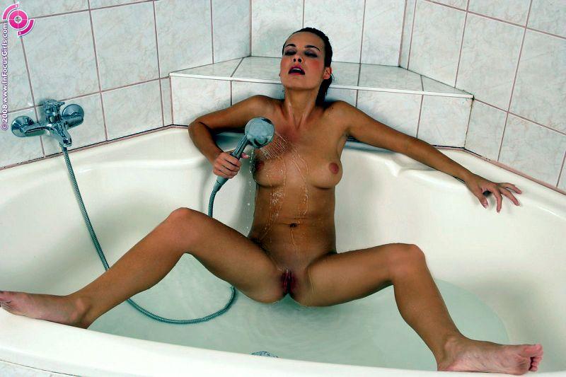 lucia-onder-de-douche-12