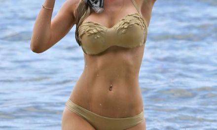 Heidi Montag, grote tieten, in bikini op Hawai