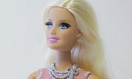 "Barbie zegt ""What the Fuck"" (video)"