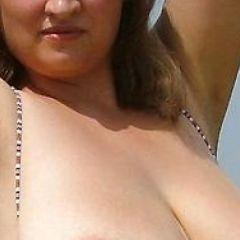 Vrouw wil seksdate; of je zin hebt om met haar grote borsten te spelen?