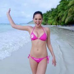 Sexy modellen, in bikini, zijn Happy