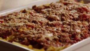 Man heeft seks met lasagna; verbrandt piemel