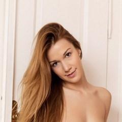 Mooie Alexis, sexy panty's, zit graag aan haar kutje