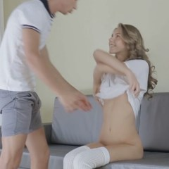 Anjelica, geile tiener, doet aan pijpen en wordt geneukt