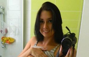 Aubrey Paige maakt geile selfies in de badkamer