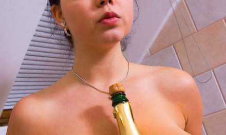 Shiona, hele grote borsten, test de champagne uit