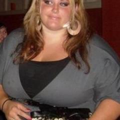 Dikke vrouw, 27 jaar en enorme tieten, wil sexdate