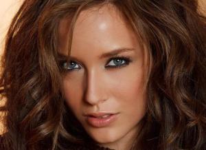 Malena Morgan, knappe brunette heeft mooie ogen