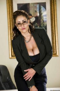 Moeder met dikke tieten naakt, ze wordt geneukt - Seks Met