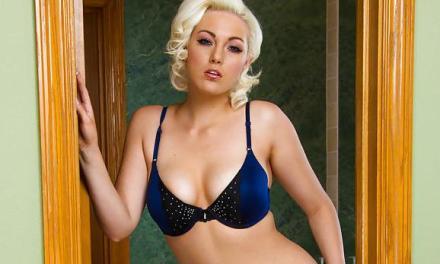 Jenna Ivory. geil blond sletje, heeft een lift nodig