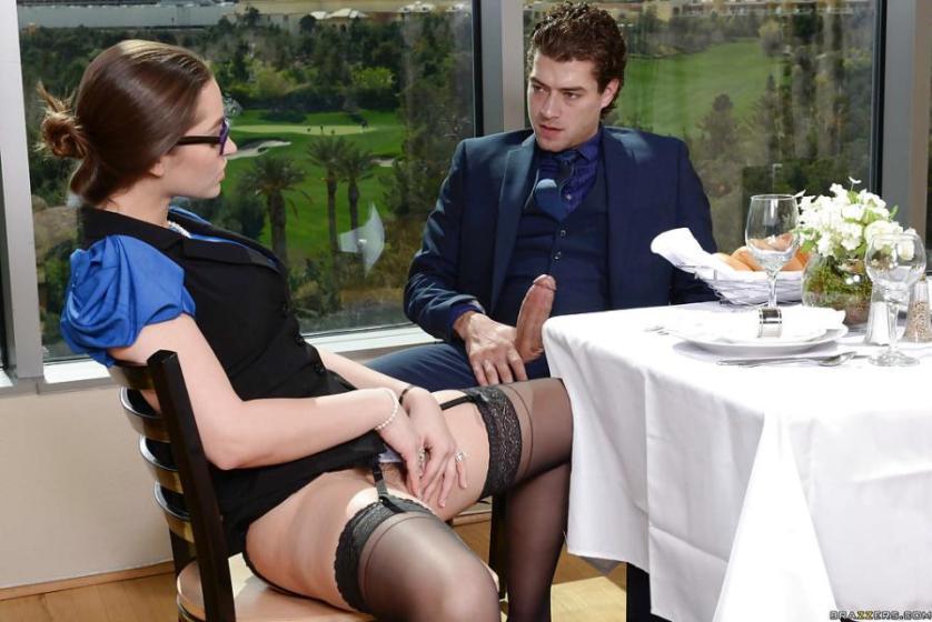 naakt-en-seks-in-een-restaurant-03