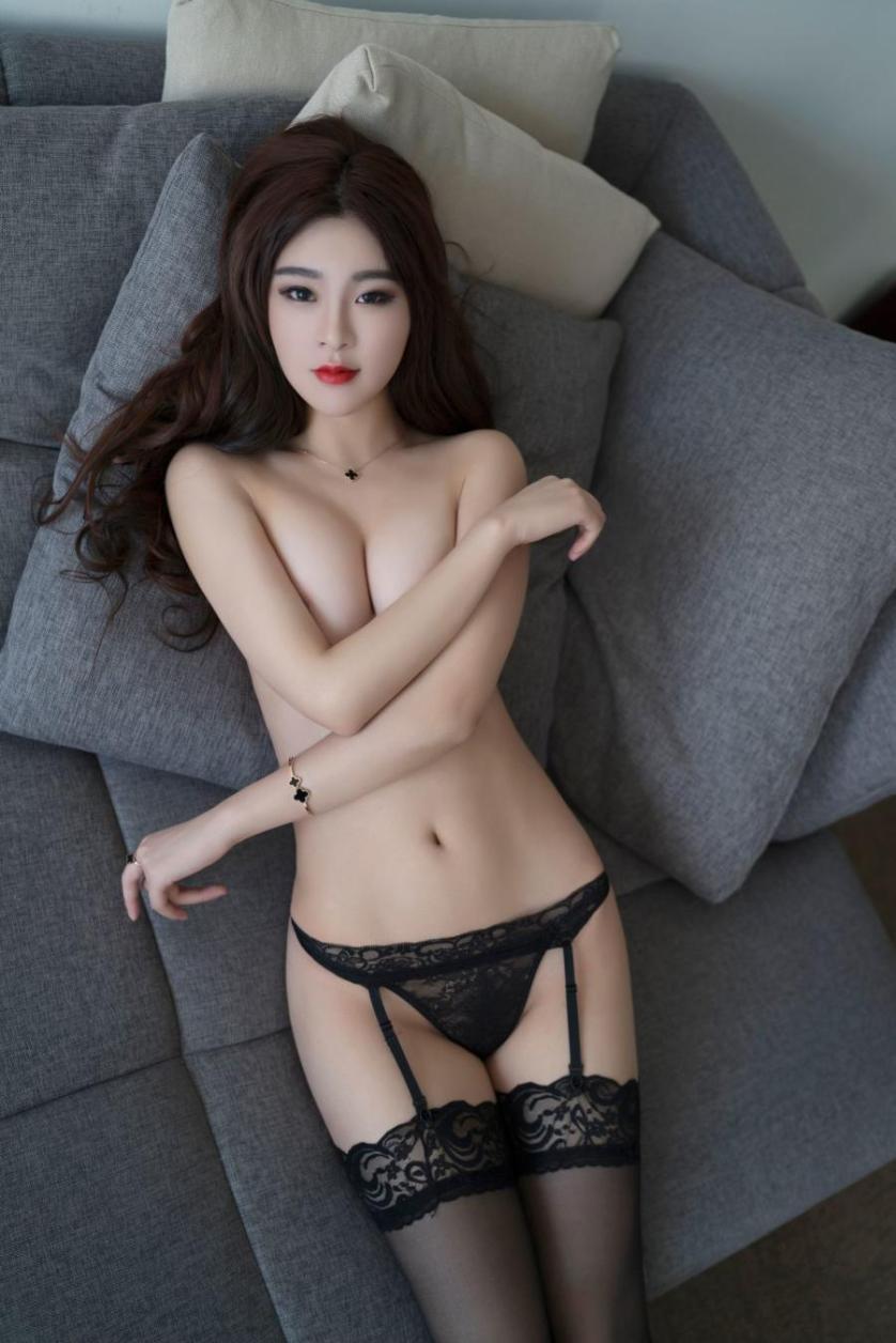 naakte-aziatische-vrouwen-met-grote-borsten-02
