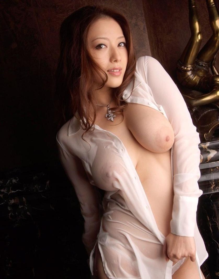 naakte-aziatische-vrouwen-met-grote-borsten-12
