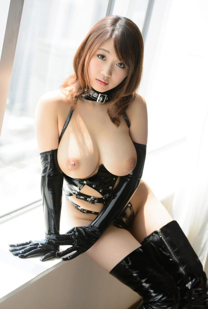 naakte-aziatische-vrouwen-met-grote-borsten-15