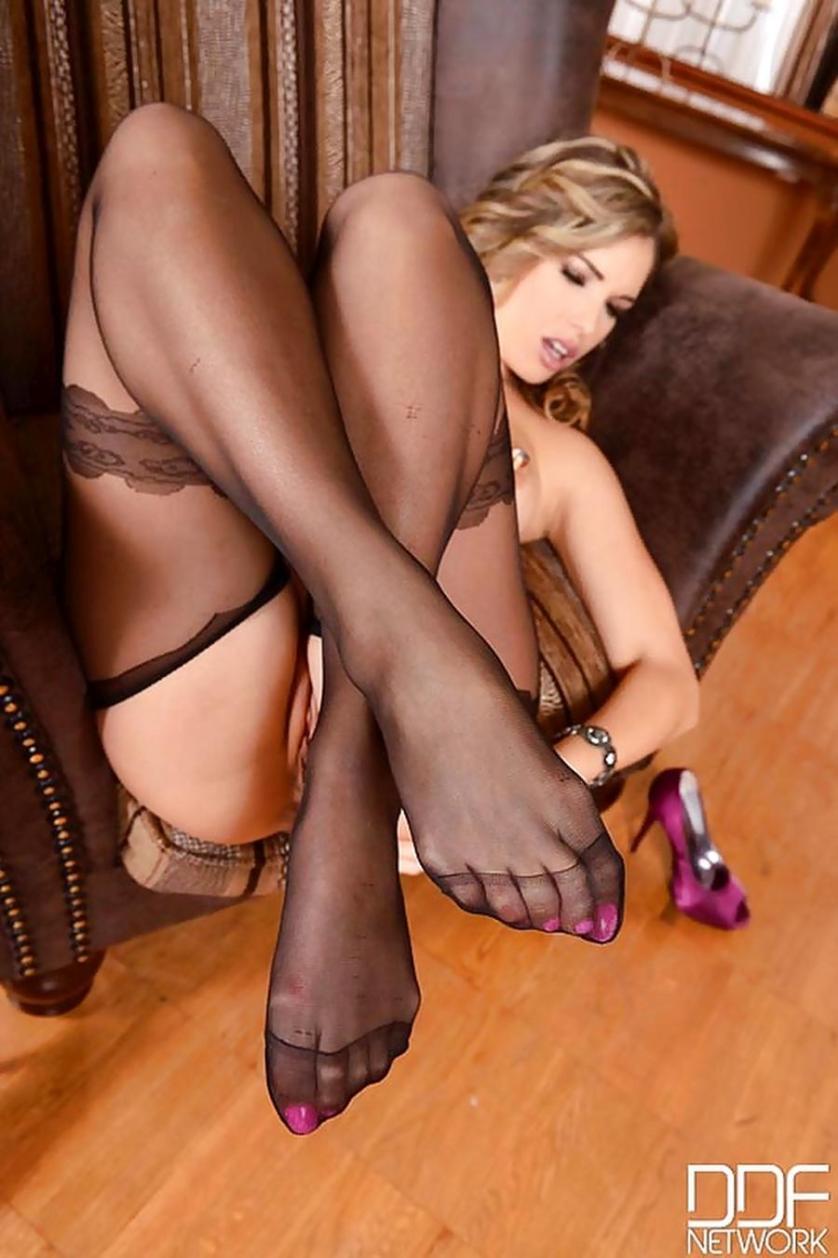 eva-parcker-sexy-voeten-en-lingerie-10