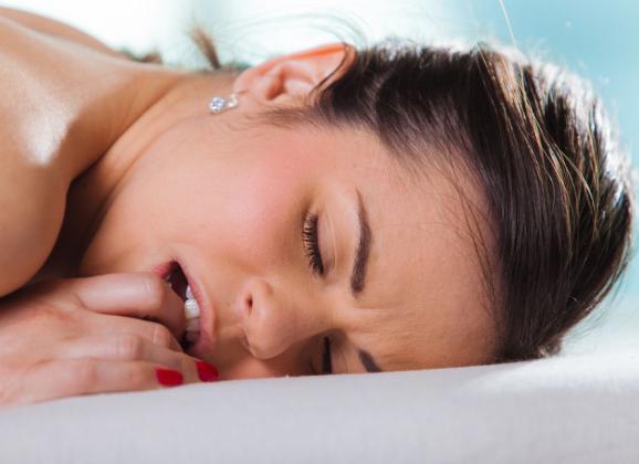 sociale media massage orale seks in Delden