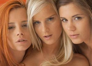 Drie geile babes hebben lekkere lesbische sex