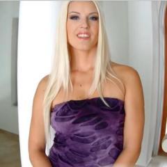 Lekker geil blondje wordt goed anaal geneukt